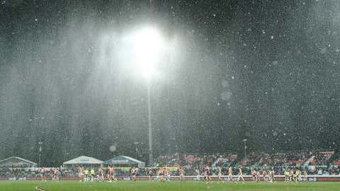 CANBERRA, AUSTRALIA - AUGUST 09: A general view as snow falls during the round 21 AFL match between the Greater Western Sydney Giants and the Hawthorn Hawks at UNSW Canberra Oval on August 09, 2019 in Canberra, Australia. (Photo by Mark Metcalfe/AFL Photos/via Getty Images)