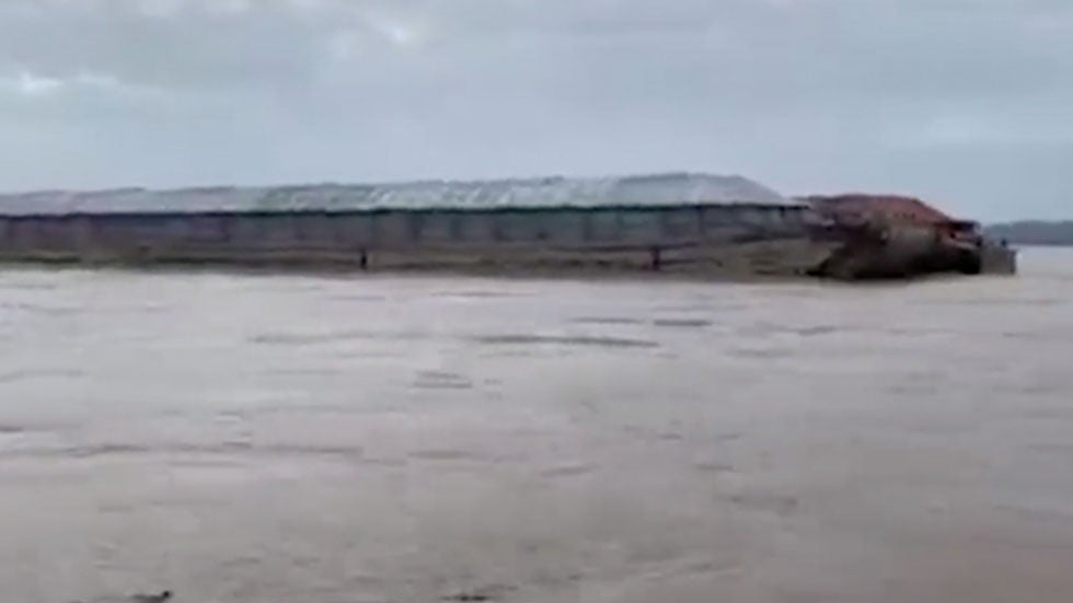 Runaway Barges Threaten Dam, Bridge in Oklahoma