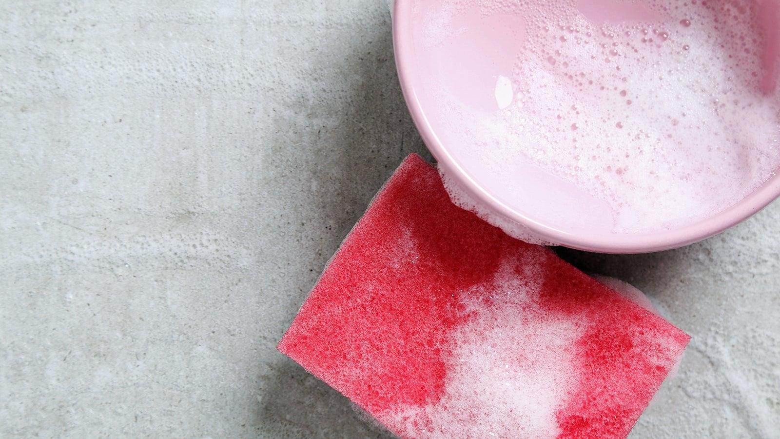 Trick befreit Küchenschwamm von Bakterien