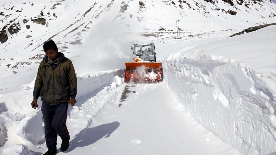Rough Weather In Himachal Hampers Search For Five Soldiers