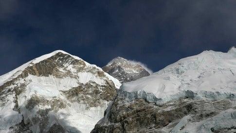 Schlechtes Wetter: 300 Touristen sitzen beim Mount Everest auf fast 3000 Metern fest