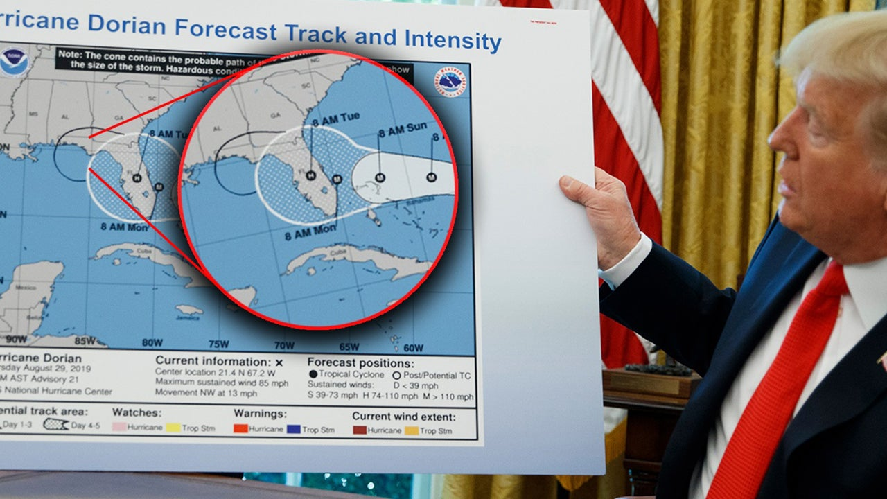Bei einem Hurrikan-Briefing im Weißen Haus präsentierte Donald Trump am Mittwoch eine Karte des Hurrikan-Verlaufs. Auf dieser hatte jemand mit einem schwarzen Filzstift das Gebiet der möglichen Sturm-Ausbreitung vergrößert.