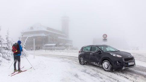 Schneeverwehungen und Skifahrer: Wo es am Samstag richtig winterlich zuging