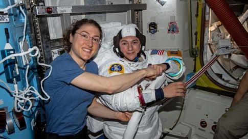 Sensation im All: Erstmals spazieren Frauen allein durch den Weltraum