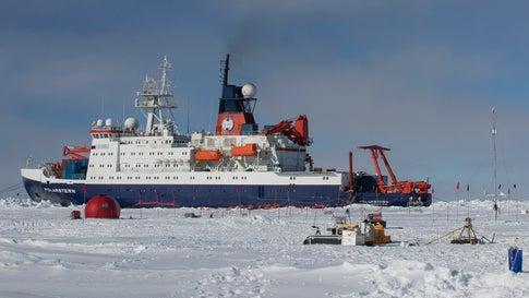 Expedition zur Klimaforschung: Forscher lassen sich mit Eisbrecher in Arktis einfrieren