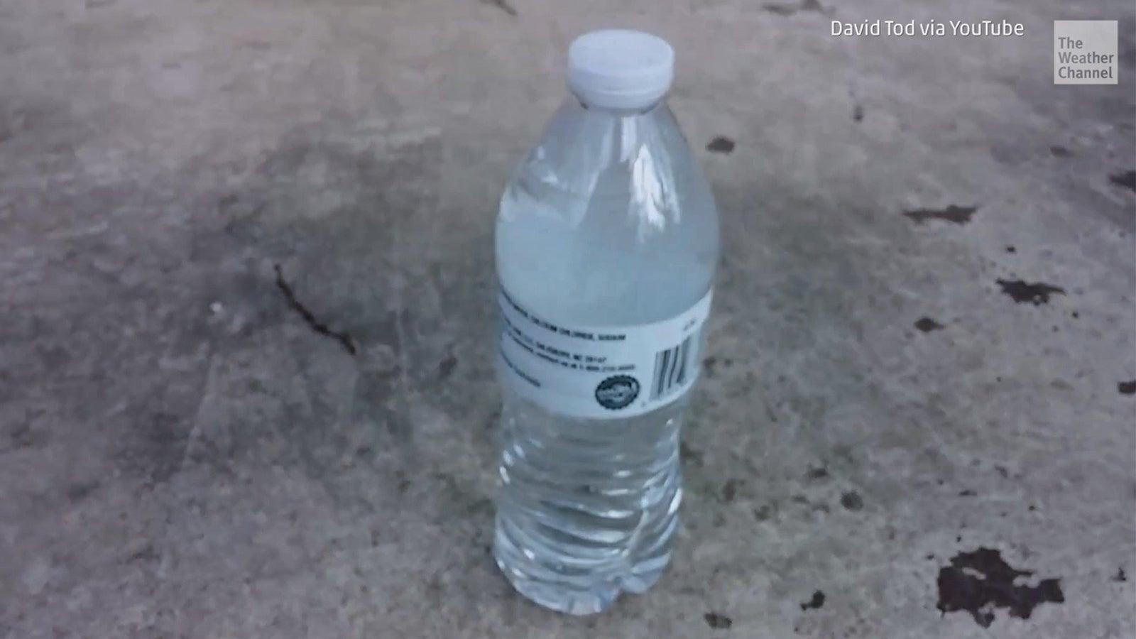 Einmal Blitzeis, bitte: Wasser gefriert durch Schütteln