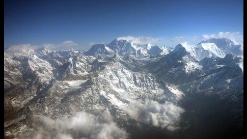 Himalaya Berge Karte.Indisches Bodenteam Sucht Nach Leichen Von Bergsteigern Im