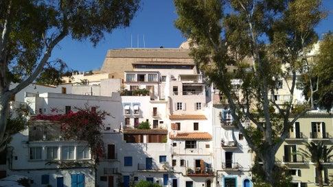 500 Euro für ein Bett auf Ibiza! Mietwucher gefährdet Tourismusbranche
