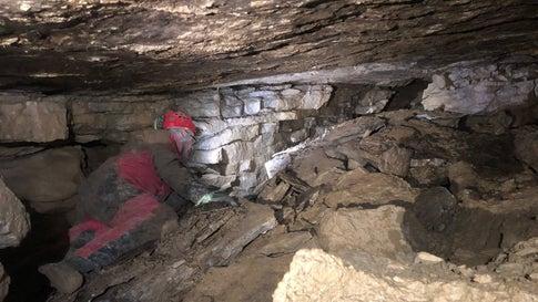 Eingang mit Alarmanlagen gesichert: Forscher müssen Arbeit in Riesen-Höhle pausieren