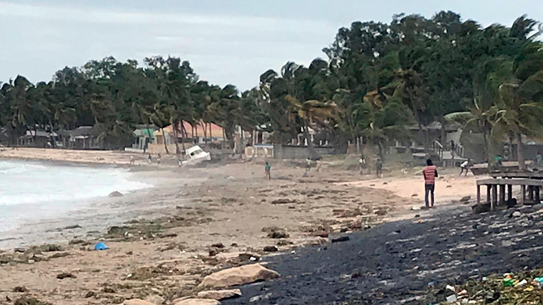 HANDOUT - 26.04.2019, Mosambik, Pemba: Dieses vom World Food Prgramme zur Verf¸gung gestellte Bild zeigt Wimbi Beach nachdem Zyklon ´Kennethª auf Land getroffen ist. Wenige Wochen nach dem verheerenden Zyklon ´Idaiª ist in der Nacht zum Freitag (26.04.2019) ein weiterer tropischer Wirbelsturm in Mosambik auf Land getroffen. Foto: Nour Hemici/World Food Prgramme/AP/dpa - ACHTUNG: Nur zur redaktionellen Verwendung im Zusammenhang mit der aktuellen Berichterstattung und nur mit vollst‰ndiger Nennung des vorstehenden Credits +++ dpa-Bildfunk +++