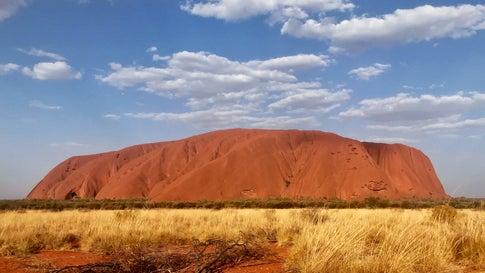 """Klettern am Uluru bald verboten: Australiens """"heiliger Berg"""" erlebt Extrem-Ansturm"""