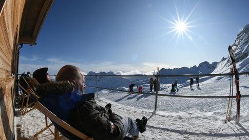 Skisaison auf der Zugspitze ist eröffnet – mit Schnee aus letzter Saison
