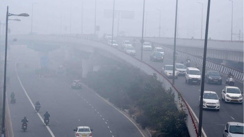 Delhi Wakes Up to Cold, Misty Sunday Morning