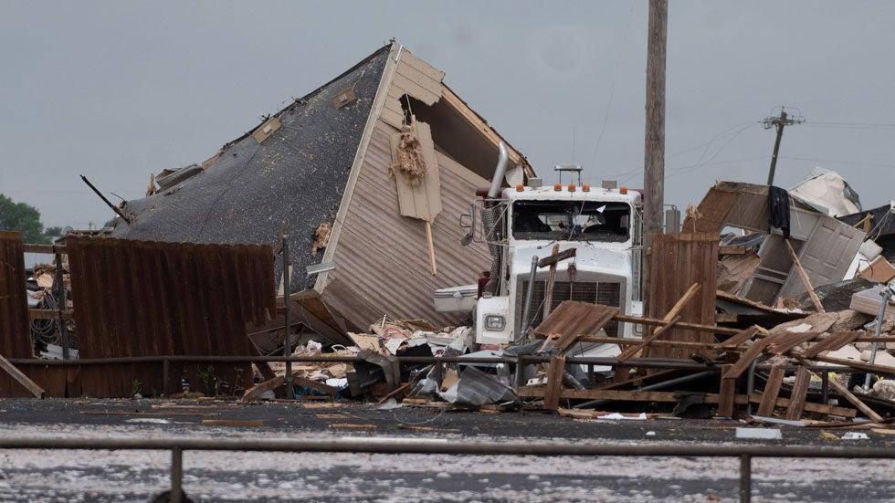 EF3 tornado devastates motel, trailer park in Oklahoma