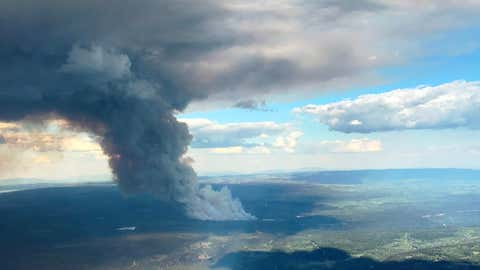 Smoke rising from the Allie Lake wildfire northwest of Kamloops on May 23, 2018 (Courtesy: BC Wildifire Service)