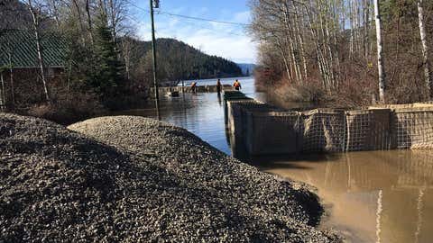 Flooding at Otter Lake in Tulameen on April 30, 2018 (Source: Twitter @EmergMgtRDOS)