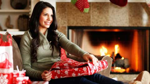 Get dewy, glowing skin this holiday season to look refreshed on Christmas morning (Photo Getty Images).