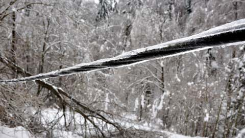 In 1998, a massive ice storm hit Quebec and eastern Ontario. (Twitter/@CDNelectricity)