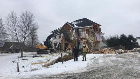 House demolished after falling into Nova Scotia sinkhole as family slept. (Canadian Press/Courtesy HalifaxToday.ca)