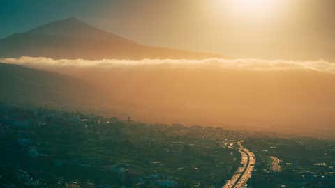 El sol y las emisiones del transporte aceleran la formación de ozono en superficie. © ALLARD SCHAGER