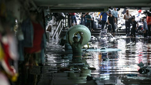 Heavy Rain Triggers Flash Flooding in Istanbul, Killing 1