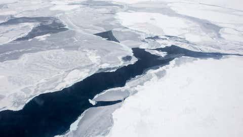 La banquise de l'Arctique est fragilisée par le réchauffement climatique (US Navy)