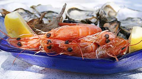 Les poissons et crustacés sont en contact avec les micro-plastiques. Mais pas seulement… (CCO)