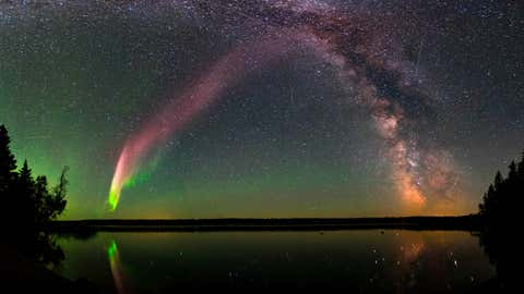 Steve ressembleaux aurores boréales, mais n'apparaît pas dans les mêmes circonstances. (NASA)