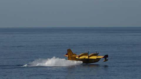 Un avion Canadair effectuant le plein d'eau (Illustration/CCO)