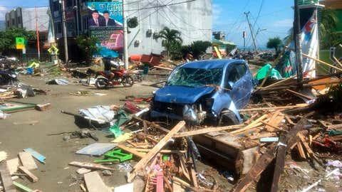 Le centre-ville de Palu, sur l'île de Célèbes, après le tremblement de terre et le tsunami qui ont fait des centaines de morts vendredi dernier. (AP Photo/Tatan Syuflana)
