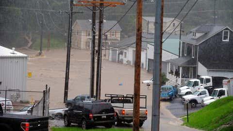 L'eau envahit les rues de la petite ville d'Ellicott City, dans le Maryland, qui a déjà subi le même phénomène lors de l'été 2016. (Kenneth K. Lam/The Baltimore Sun/AP Photo)