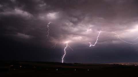 D'abord concentrés sur la côte Atlantique, les orages se déplaceront vers l'est. (CCO)