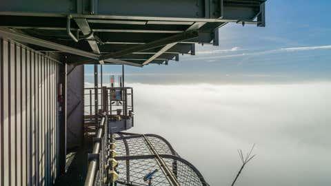 Un paratonnerre installé au sommet de la tour Eiffel, vu au-dessus des nuages. (Crédit E.Livinec - SETE)