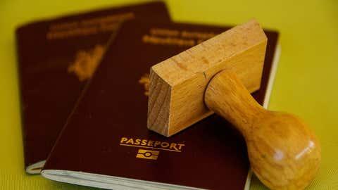 Le document bordeaux donne accès à 175 pays. (CCO)