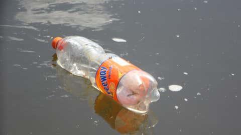 Ils proviennent en majorité des bouteilles d'eau. (CCO)