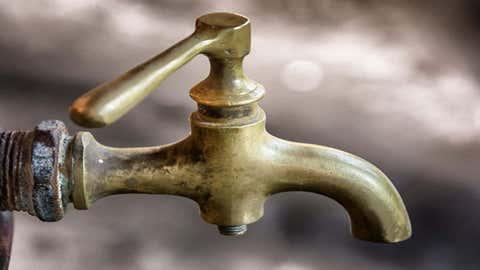 L'eau du robinet est impropre à la consommation pour une bonne partie du village. (CCO)