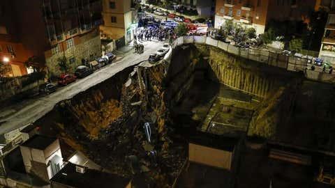 Le phénomène n'a heureusement pas fait de blessés mais des dégâts matériels. (Massimo Percossi/ANSA via AP)