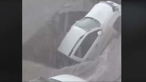 Le sol a été fragilisé par de fortes pluies, ayant formé un torrent. (Capture facebook Severe Weather Europe)
