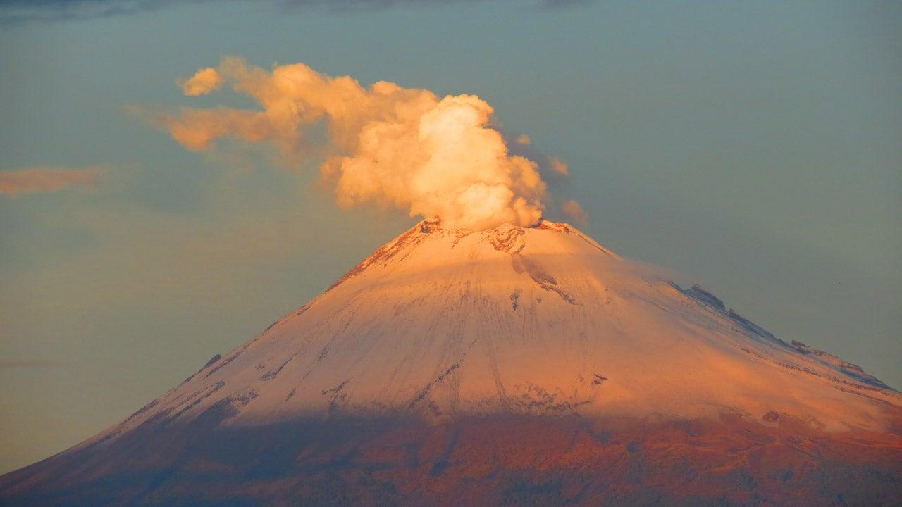 Mexique : les impressionnantes images de l'explosion d'un volcan