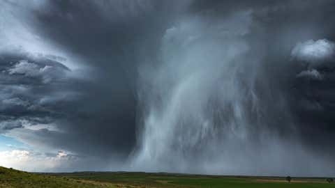 Extreme hail storm falling on the high plains of Nebraska. This extreme weather event caused damage to vehicles and property, Nebraska, USA. (Extreme hail storm falling on the high plains of Nebraska. This extreme weather event caused damage to vehicl