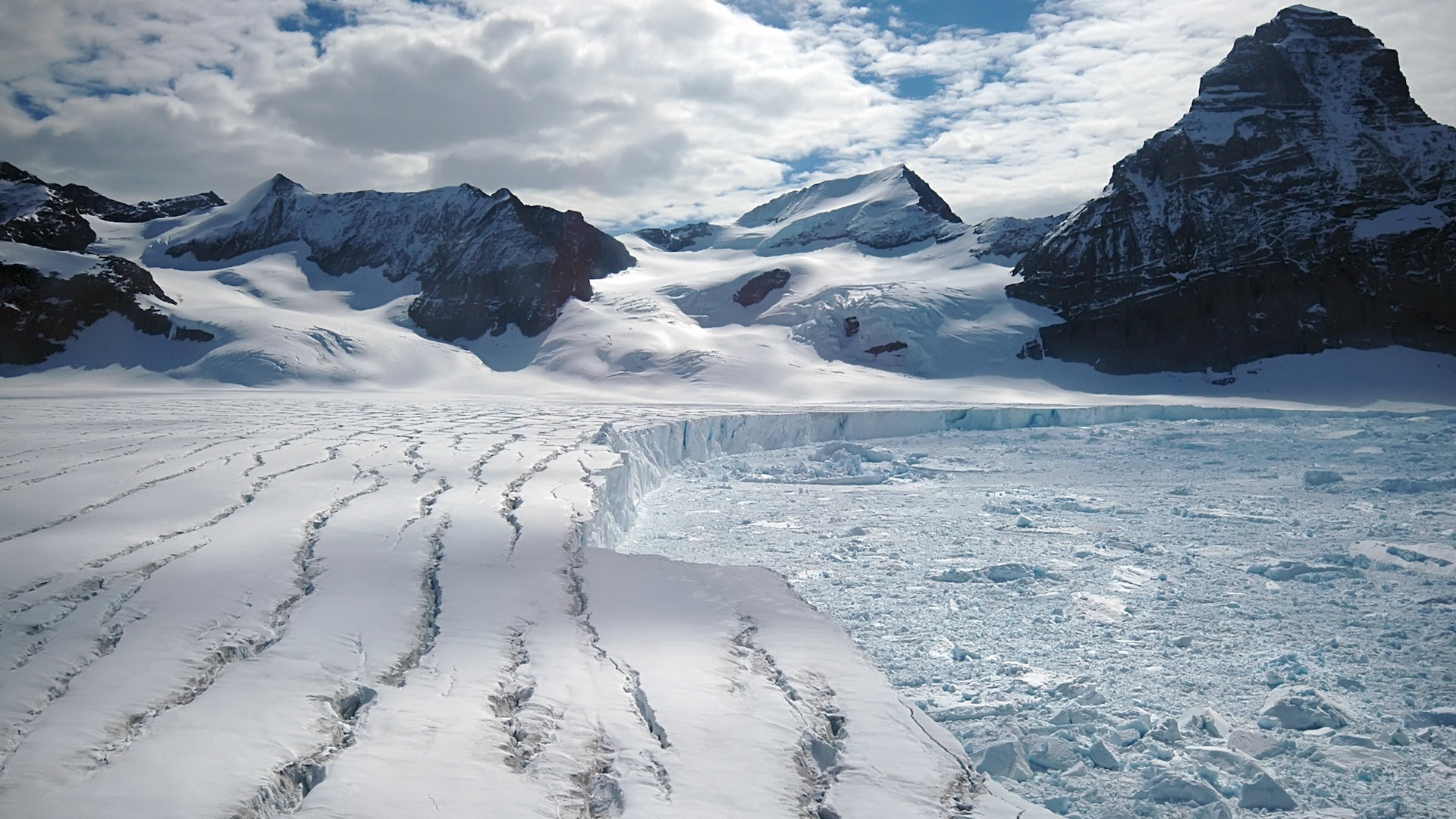 Scientists Point to New Problem Confronting Antarctic Ice Shelves
