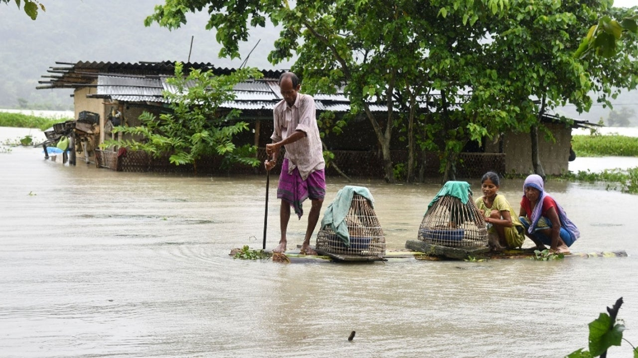 Prime Minister Narendra Modi, who on Friday talked to Assam Chief Minister Sarbanada Sonowal and reviewed the current flood situation, has announced an ex gratia of Rs 2 lakh each to the next of kin of persons who lost their lives.