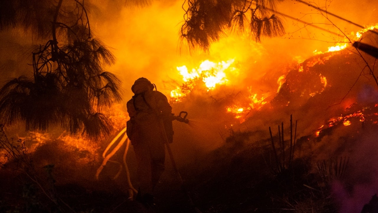 A wildfire in California has grown to 2,000 acres in the hills east of Gilroy, Northern California, as the blaze spread to about 3 miles east of Highway 101 and was contained by 20 percent.