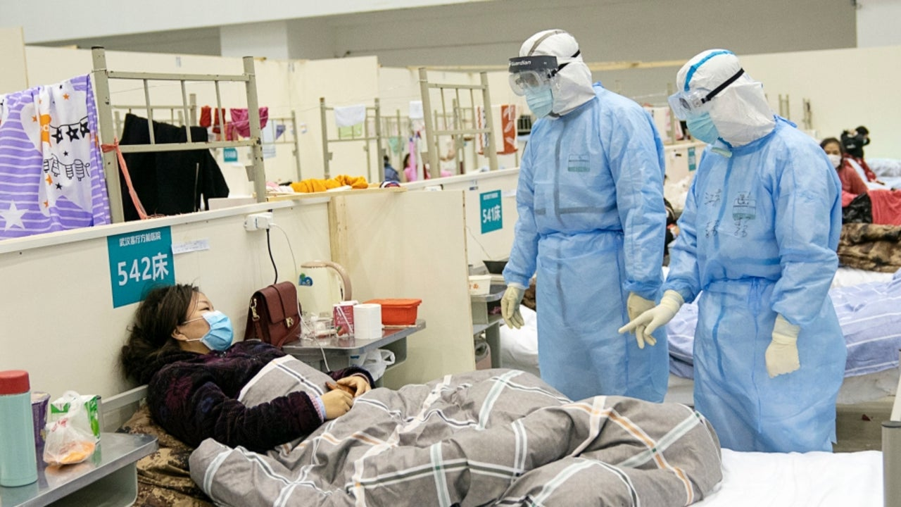 Zeng Yixin, the Deputy Director of the National Health Commission, told the media that the daily number of confirmed cases in China fell to less than 900 on Thursday.