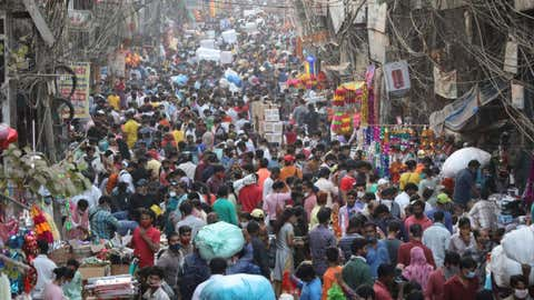 File photo: Delhi's Sadar Bazaar crowded on Oct 31, 2020 as people are busy shopping for the upcoming Diwali celebrations.(IANS)