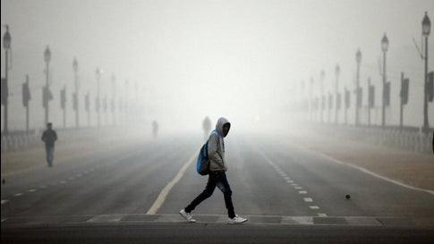 delhi fog hampers visibility over 200 flights delayed on tuesday