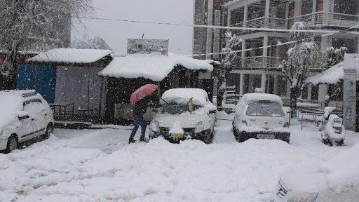 Heavy Snowfall, Rains Bring Himachal Pradesh to a Standstill