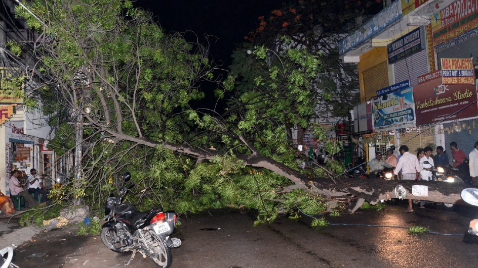 Strong Winds Kill Two in Hyderabad