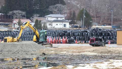福島県(神話)の汚染された廃棄物が溜まった黒い袋