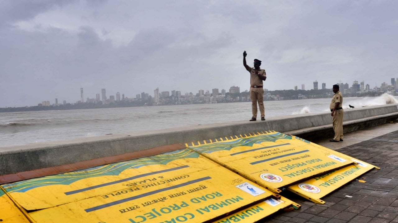 The IMD has issued an orange alert along the west coast in Maharashtra, Goa and Karnataka for Thursday. The warning level has been increased to a 'red' level for Friday, as the chances of extremely heavy rains prevail.